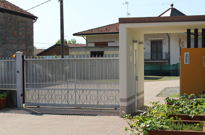 Esterno ingresso casa riposo invorio - Ingresso casa esterno ...